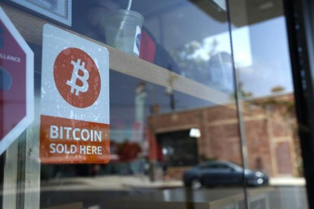 Créé en 2009, le bitcoin s'est attiré les... (PHOTO LUCY NICHOLSON, REUTERS)