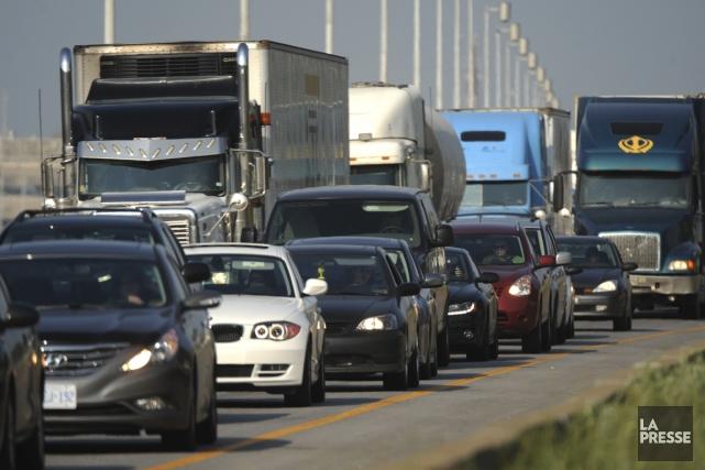 La congestion est déjà infernale en raison des travaux sur le pont Mercier? Ce... (PHOTO BERNARD BRAULT, ARCHIVES LA PRESSE)