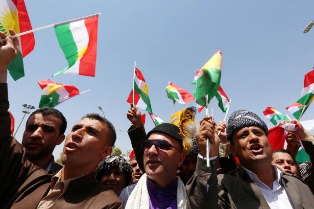 Des militants kurdes manifestent devant le Parlement de... (PHOTO SAFIN HAMED, AFP)