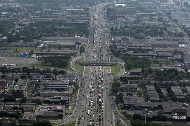 L'autoroute métropolitaine, à Montréal, vers l'ouest près d'Anjou.... (Photo: Bernard Brault, archives La Presse)