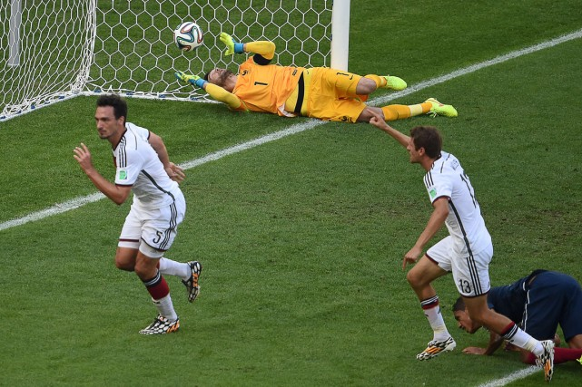 Mats Hummels (à gauche) a marqué l'unique but... (Photo Christophe Simon, AFP)