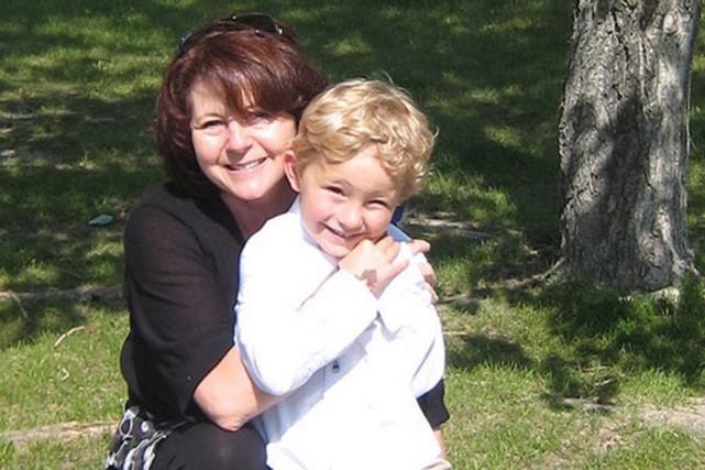 Nathan O'Brien, âgé de cinq ans, et ses... (Photo fournie par la police de Calgary)