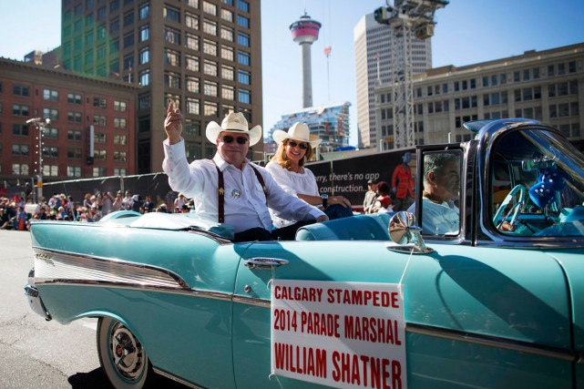 William Shatner salue la foule à Calgary.... (Photo Todd Korol, Reuters)
