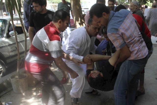 Des affrontements entre des manifestants islamistes et la... (PHOTO KHALED KAMEL, AFP)