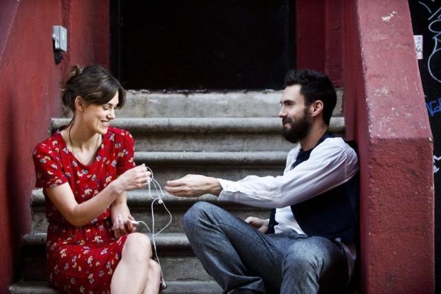 Keira Knightley, à gauche, et Adam Levine dans... (Photo Andrew Schwartz, AP/The Weinstein Company)