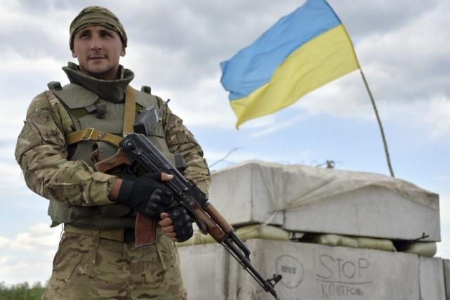 Les responsables ukrainiens estiment qu'un cessez-le-feu sans le... (PHOTO GENYA SAVILOV, AFP)