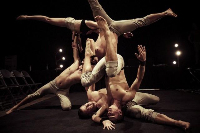 Les sept acrobates de Gravity and Other Myths... (Photo: fournie par Montréal Complètement cirque)