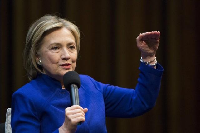 Hillary Clinton était à Berlin pour présenter son... (Photo Gero Breloer, AP)