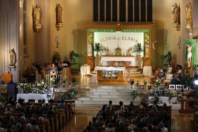 La cérémonie religieuse en mémoire des 47 victimes... (PHOTO MATHIEU BELANGER, REUTERS)
