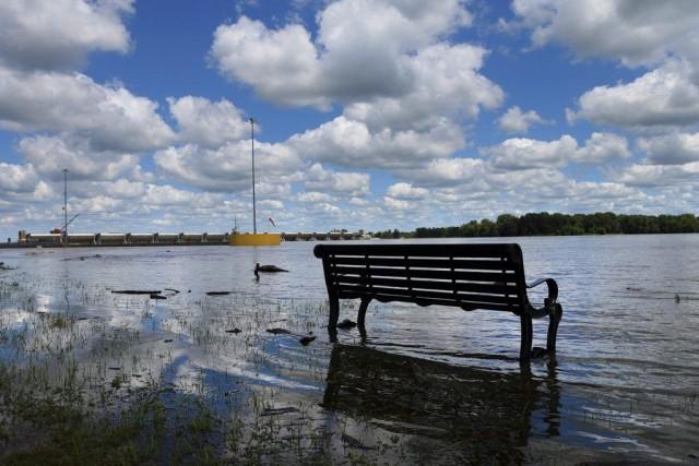 Le fleuve Mississippi est sorti de son lit,... (PHOTO ROBERT COHEN, AP)
