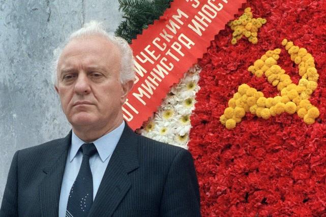 Édouard Chevardnadzé (ci-dessus) a été l'un des artisans... (PHOTO ARCHIVES AFP)