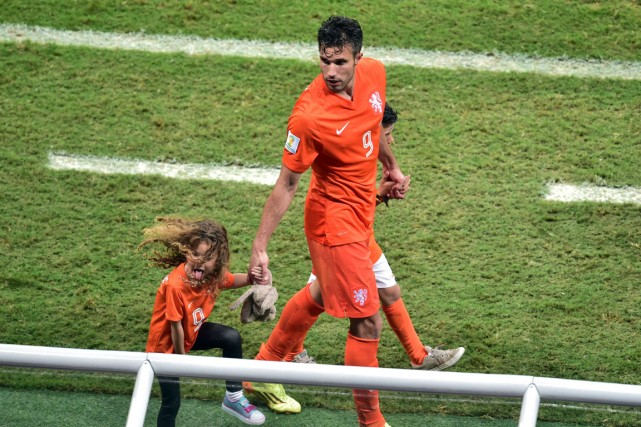 Le capitaine des Pays-Bas Robin van Persie a... (Photo Gabriel Bouys, AFP)