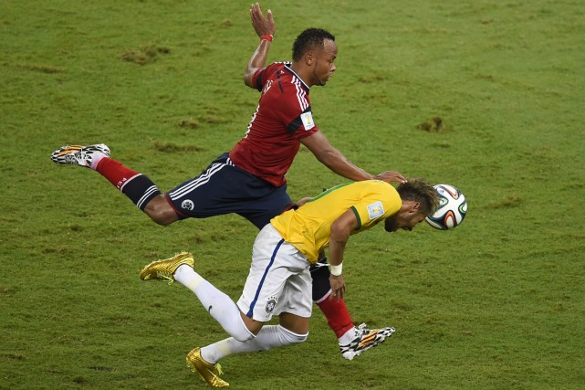 Le Colombien Juan Zuniga a donné un coup... (Photo AFP)