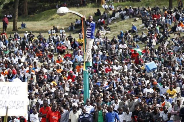 Plusieurs milliers de Kényans étaient réunis lundi à... (PHOTO THOMAS MUKOYA, REUTERS)