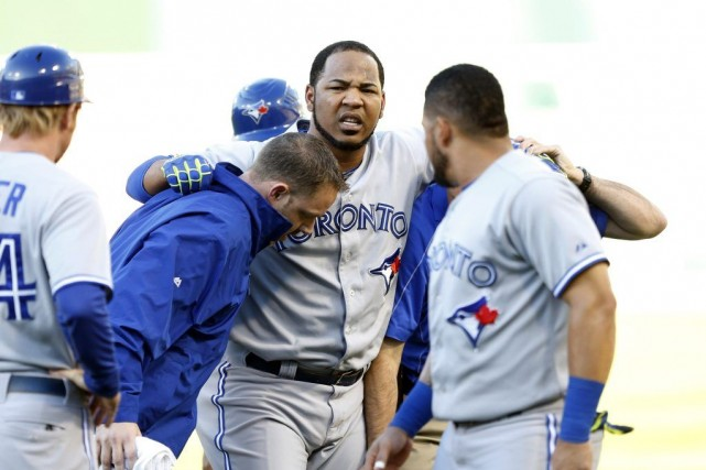Edwin Encarnacion (10) s'est blessé en courant vers le... (PHOTO ROBERT STANTON, USA TODAY)