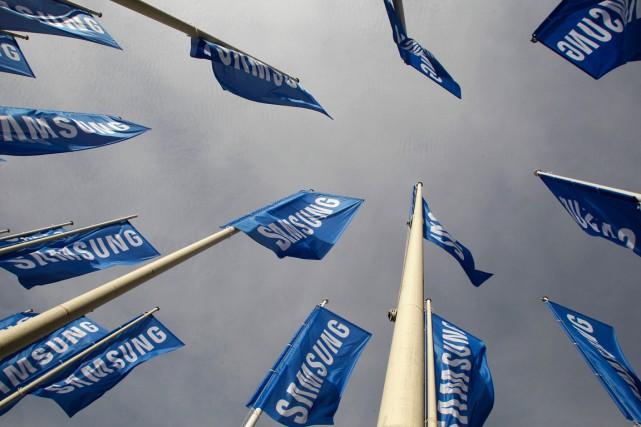 Samsung a prévu mardi que son profit opérationnel serait en baisse de 25% sur... (PHOTO TOBIAS SCHWARZ, REUTERS)