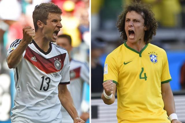 L'attaquant de l'Allemagne Thomas Müller et le défenseur... (Photos AFP)