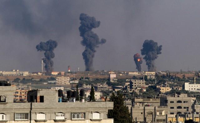 En représailles à des tirs de roquettes, l'aviation... (PHOTO SAID KHATIB, AFP)