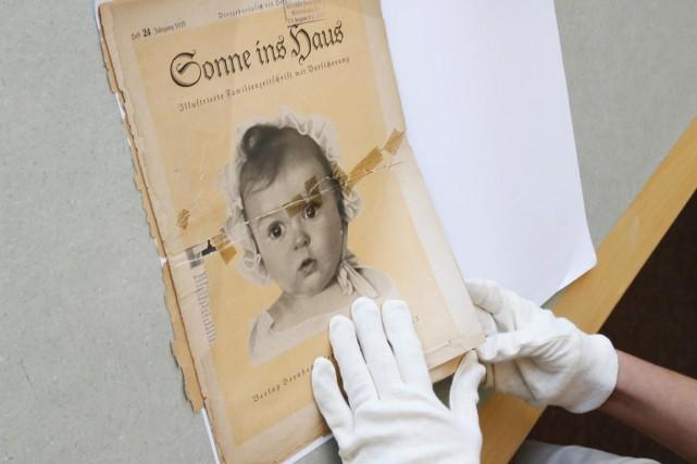 Le magazine nazi Sonne ins Hausavec en une... (PHOTO GALI TIBBON, AFP)