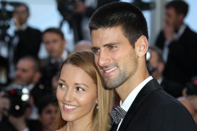 Novak Djokovic et sa fiancée Jelena Ristic.... (Photo Valery Hache, archives AFP)