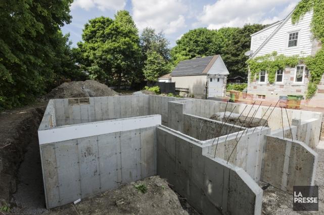 Le 11 juin dernier, les murs de fondation... (PHOTO ÉDOUARD PLANTE-FRÉCHETTE, LA PRESSE)