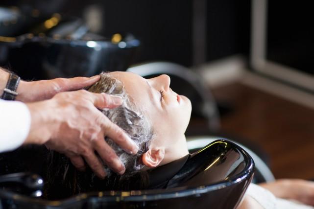 Chaque année, les salons de coiffure au Canada produisent plus de 20000tonnes... (Photo Masterfile)