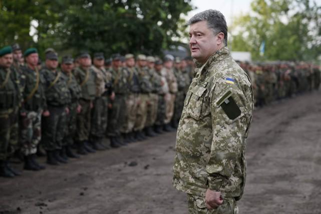 Le président ukrainien Petro Porochenko est apparu mardi... (PHOTO GLEB GARANICH, REUTERS)