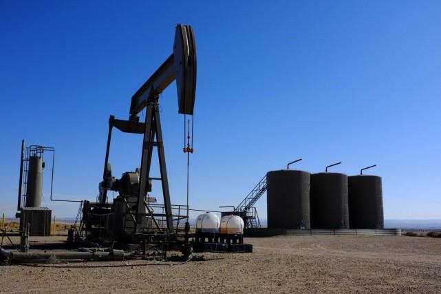 Le pétrole coté à New York a terminé en légère baisse mardi, tiraillé entre le... (Photo archives AP)
