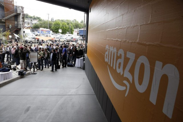 Amazon offre aux auteurs d'Hachette «100% des ventes sur... (PHOTO JASON REDMOND, ARCHIVES REUTERS)