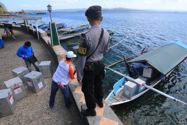 Des boites servant à contenir les votes ont... (Photo ARFAH YUSUF, AFP)