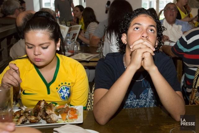 Certains supporteurs du Brésil ont picoré dans leur... (Photo Ninon Pednault, La Presse)
