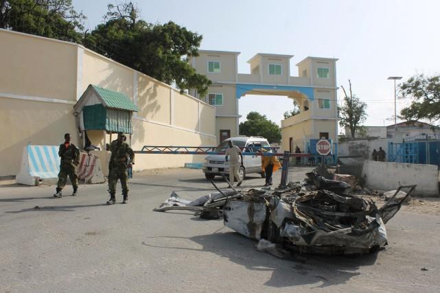 Les shebab ont attaqué hier le palais présidentiel... (PHOTO ABDULFITAH HASHI NOR, AFP)