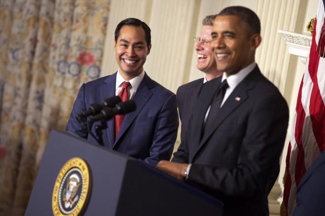 Julian Castro (à gauche) en compagnie du président... (PHOTO DOUG MILLS, THE NEW YORK TIMES)