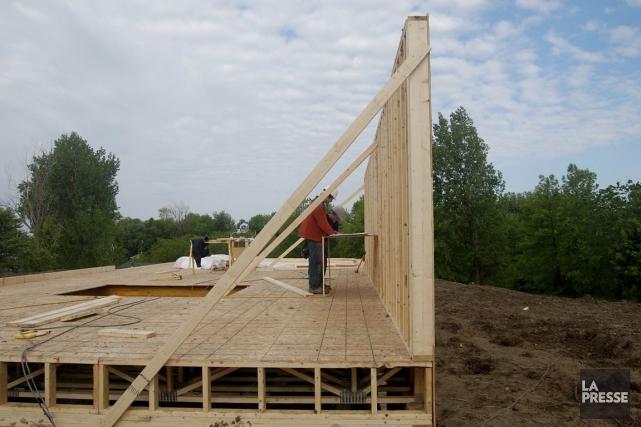 Les municipalités canadiennes ont émis en juillet des permis de bâtir dont la... (PHOTO ARCHIVES LA PRESSE)