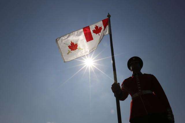 Un monument commémoratif honorant la mémoire des militaires canadiens tués en... (Photo CHRIS WATTIE, Reuters)