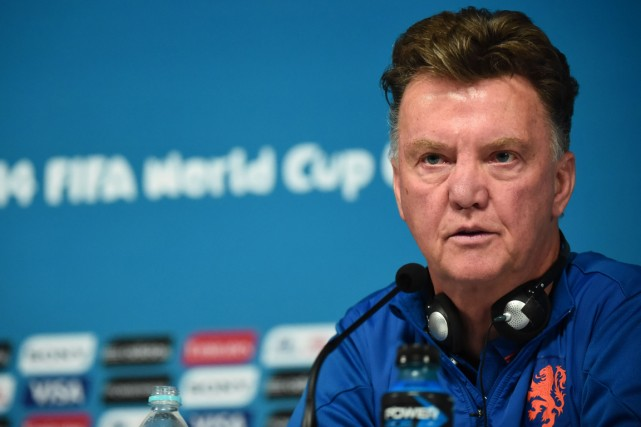 L'entraîneur néerlandais Louis van Gaal a qualifiéle match... (Photo Damien Meyer, AFP)
