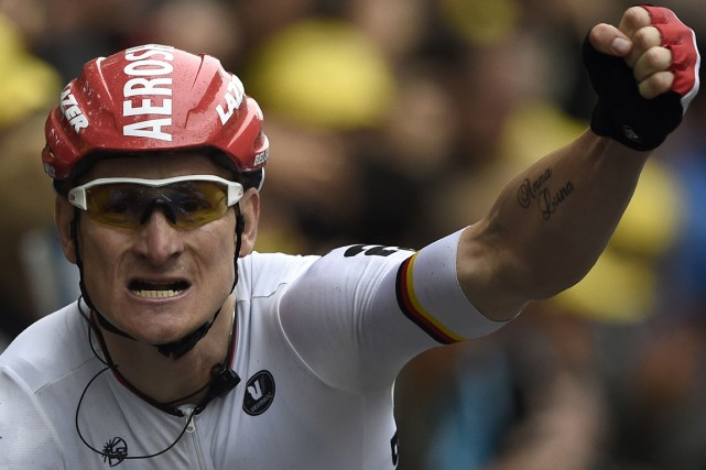 L'Allemand Andre Greipel a brandi le poing en... (Photo Lionel Bonaventure, AFP)