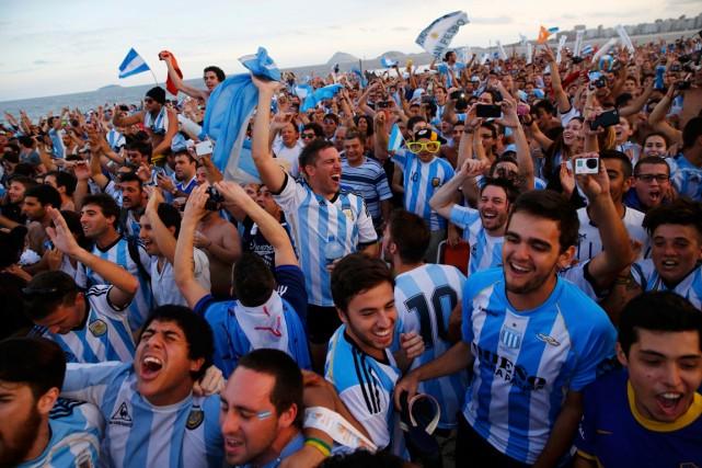 Les supporteurs argentins sont les plus nombreux depuis... (Photo Jorge Silva, Reuters)