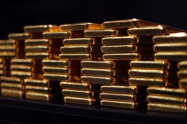 Le fixage de l'or, qui est entouré de... (Photo Michael Dalder, Reuters)