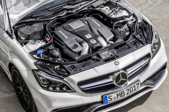 Le compartiment-moteur de la Mercedes CLS 63 AMG... (Photo fournie par Mercedes-Benz)
