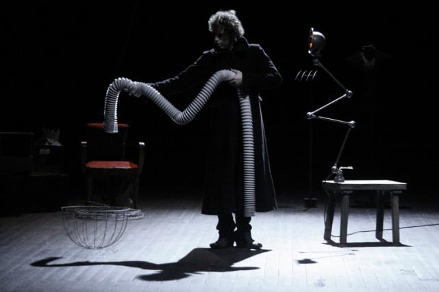 Il n'y a qu'un seul problème avec ce... (Photo: Elsa Revol, fournie par Montréal complètemet cirque)