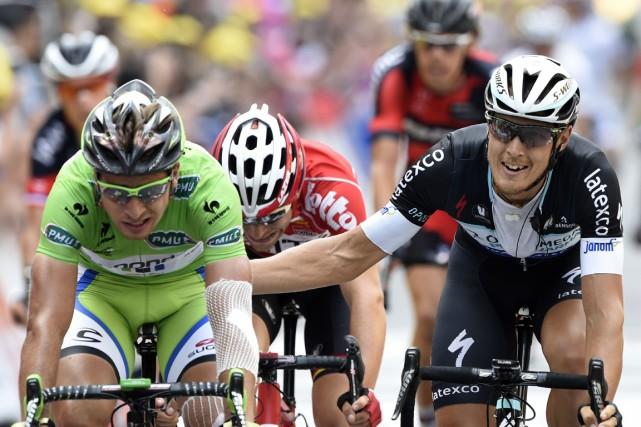 L'Italien Matteo Trentin (à droite) a devancé de... (Photo Eric Feferberg, AFP)