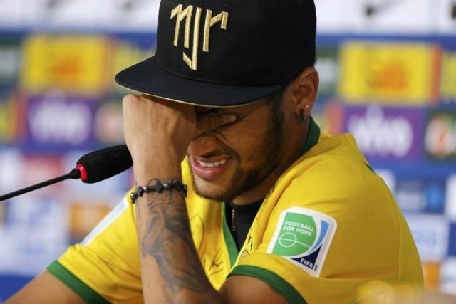 Neymara pleuré quand il a évoqué sa blessure... (PHOTO MARCELO REGUA, REUTERS)