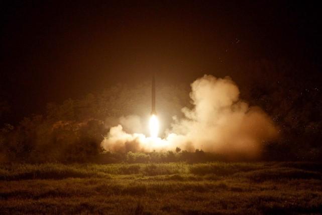 La Corée du Nord a lancé dimanche deux missiles supplémentaires de courte... (PHOTO AFP/KCNA)