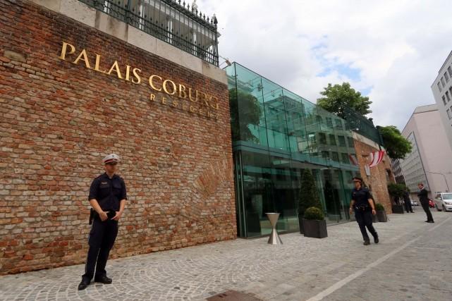 L'hôtel Palais Coburg est le théâtre des négociations... (Photo Ronald Zak, AP)