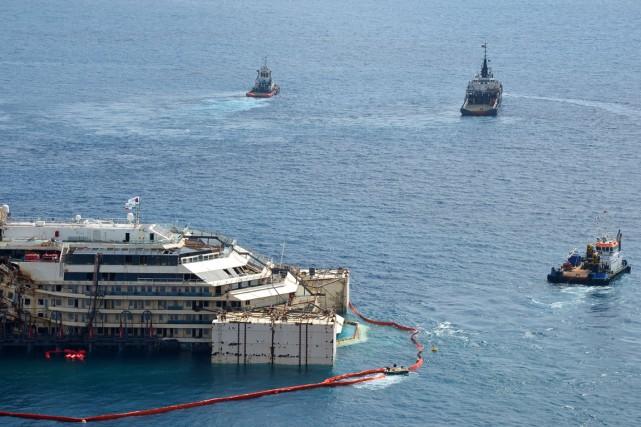 Le paquebotCosta Concordia, qui a fait naufrage le... (PHOTO VINCENZO PINTO, AFP)