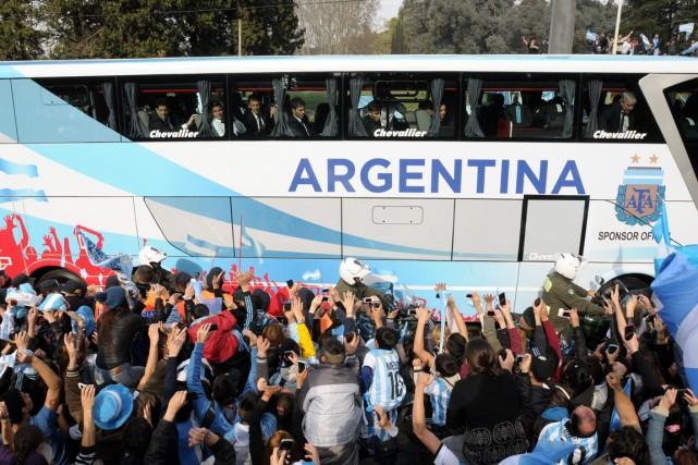 Des milliers d'Argentins se sont rassemblés à Buenos... (Photo Maxi Failla, AFP)