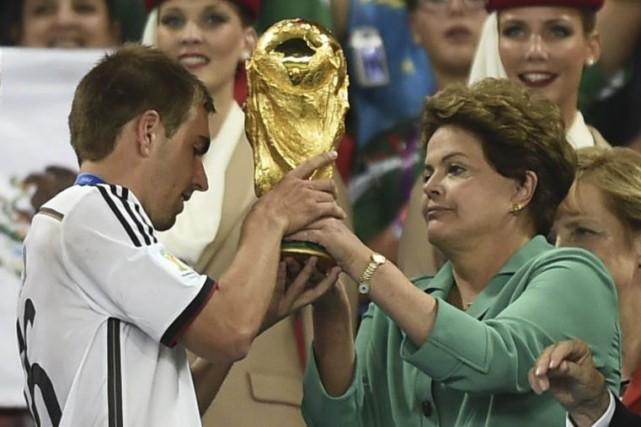 La présidente du comité d'organisation, Dilma Rousseff(à droite),... (Photo AFP)