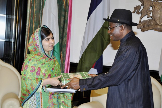 Malala Yousafzai s'est entretenue avec M.Jonathan à Abuja... (PHOTO AP)