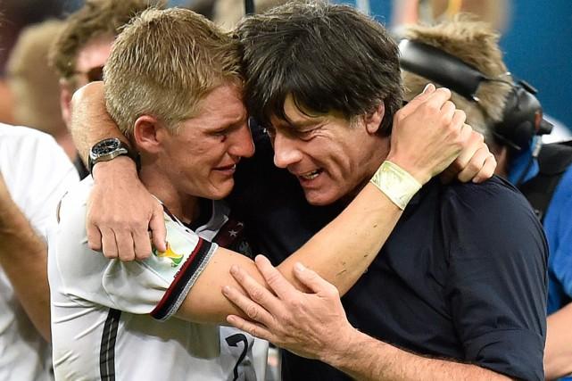 L'entraîneur de l'Allemagne Joachim Löw (à droite) a... (Photo Martin Meissner, AP)